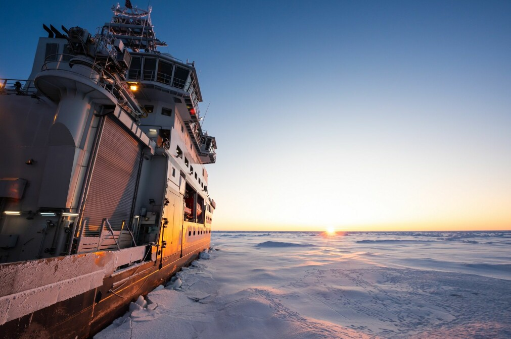 Isbryteren «Kronprins Haakon» og mannskapet opplever ofte fantastisk lys ute i isen.
