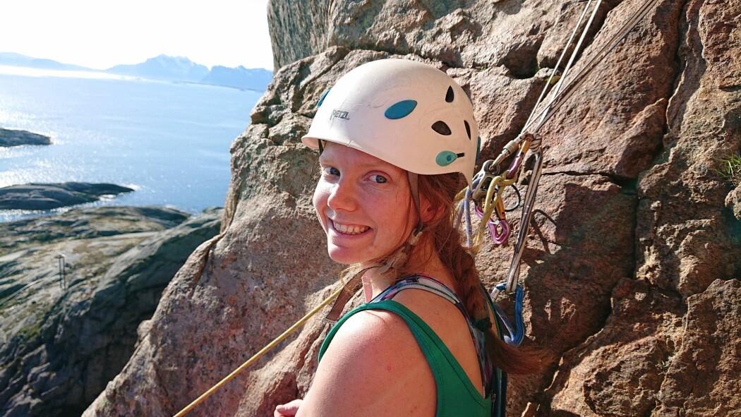 – Nå blir det liten tid til å dyrke hobbyer, sier Betty Martine Normann Furulund. Bildet er fra en klatretur i Lofoten i fjor.