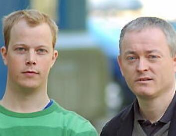 """""""Stipendiat Thomas Tjøstheim og professor Kjell Jørgen Hole har forsket på sikkerheten til norske nettbanker. Foto: Lars Holger Ursin."""""""