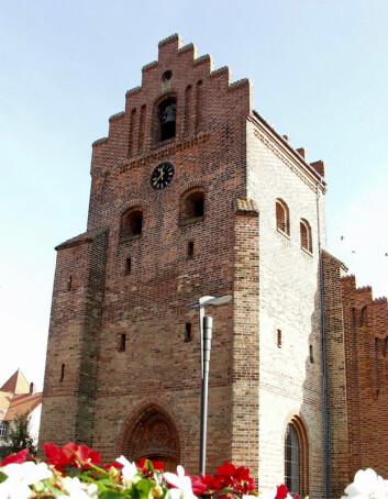 Harald Blåtann holdt hardnakket på å ha innført kristendommen i Danmark. Flere skriftlige kilder hevder imidlertid at den kristne bevegelsen allerede var i full gang med å spre seg i Danmark, og at Harald bare tok æren for noe som likevel ville ha skjedd. (Foto: Colourbox)