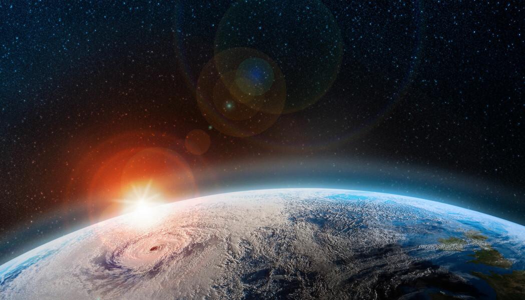 Ozonlaget har en viktig rolle som klodens «solkrem», men er ømtålig for visse gasser og kjemikalier i atmosfæren. I år dannet det seg et stort hull i ozonlaget over Nordpolen.