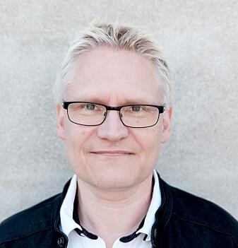 Professor Erling Andreas Tronvik ved Nasjonalt senter for hodepine er spent på om flere migrenepasienter kan hjelpes uten bruk av medisiner.