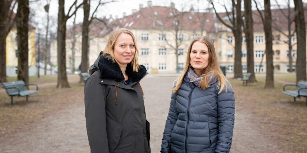 Jordmødrene Maria Nordström og Ingeborg Nordheim har skrevet en masteroppgave om de få som velger hjemmefødsler uten helsepersonell. Nå er funnene publisert i en forskningsartikkel. Foto: Mattias Müller.