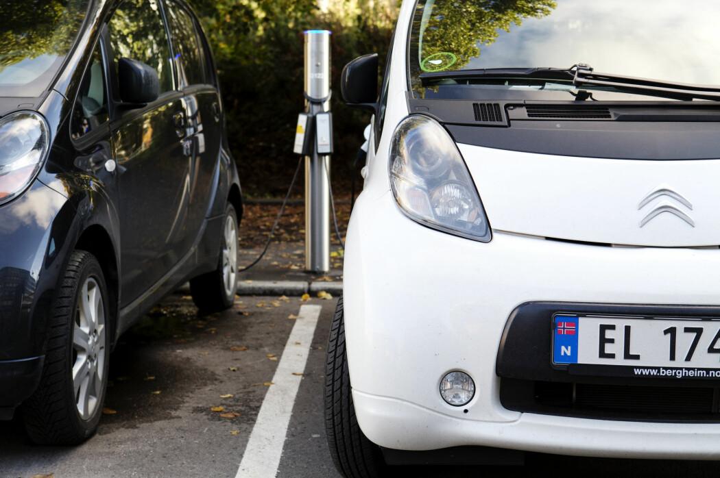 De med høyest inntekt kjøper oftest elbil framfor bil som går på fossilt brensel, viser tall fra Statistisk sentralbyrå.