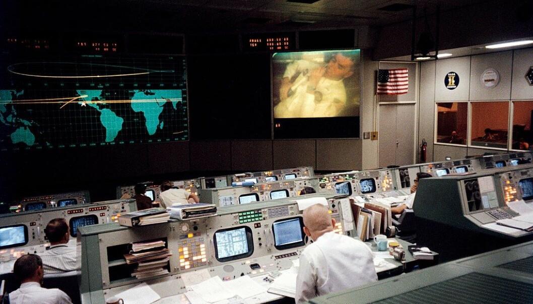 Slik så det ekte <i>Mission Control</i>-rommet ut under Apollo 13-oppdraget. Dette bildet er tatt før ulykken skjedde.