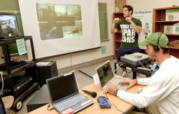 Brandon Irwin i laoratoriet for helsespill ved Michigan State University, USA. Irwin har ledet studien som viser at virtuelle treningspartnere styrker motivasjonen til å trene. (Foto: Derrick Turner)