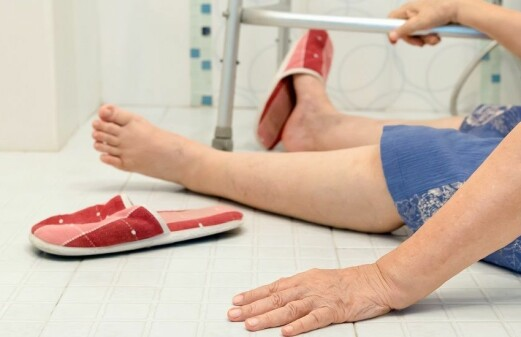 More people die after hip fractures when hospital bed shortages force patients out