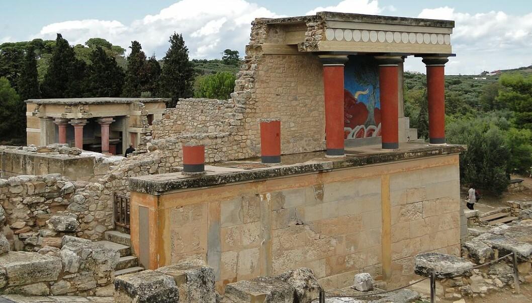 Knossos-palasset på Kreta. De tidligste delene stammer trolig fra rundt 2000 f.Kr, og området rundt skal ha huset flere titusen mennesker. Denne delen er delvis restaurert.