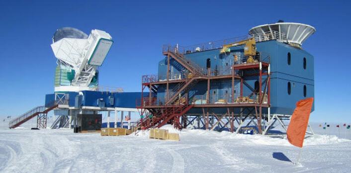 Oppdagelsen er gjort av det gedigne BICEP 2-teleskopet på Sørpolen. (Foto: Harvard University)