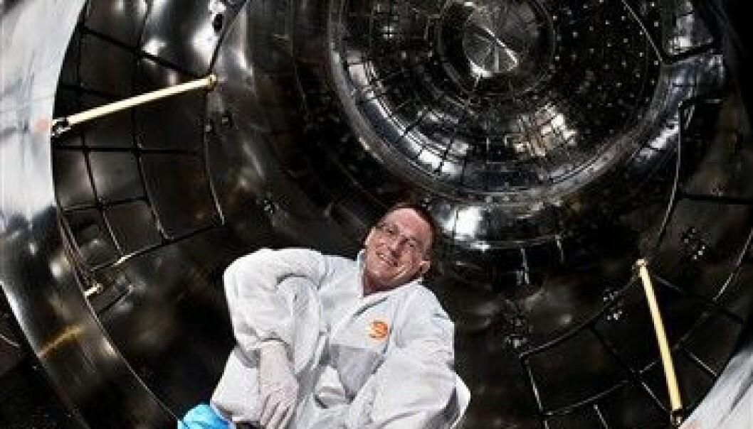 Jasper Kirkby inne i skykammeret som står sentralt i CLOUD-eksperimentet ved CERN. CERN/Maximilien Brice