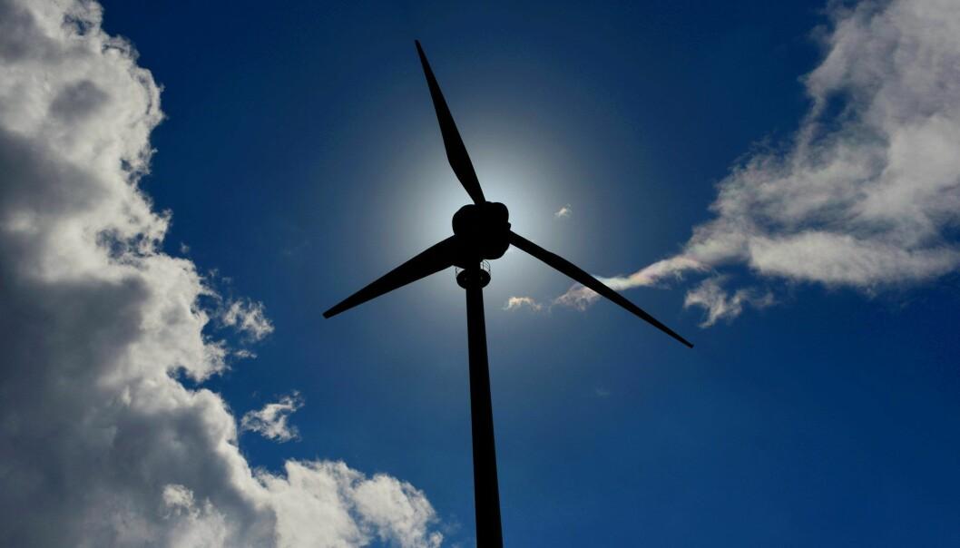 For de som bor i nærheten av vindturbiner kan de ha mer innvirkning på deres søvnkvalitet enn vi hittil har kjent til. Foto: Frank May / NTB scanpix