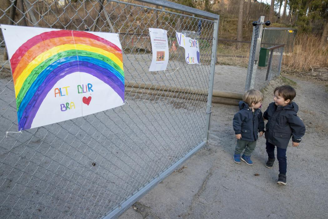Til uka åpner barnehagene i Norge igjen, noe epidemiolog Gunnar Kvåle advarer mot.