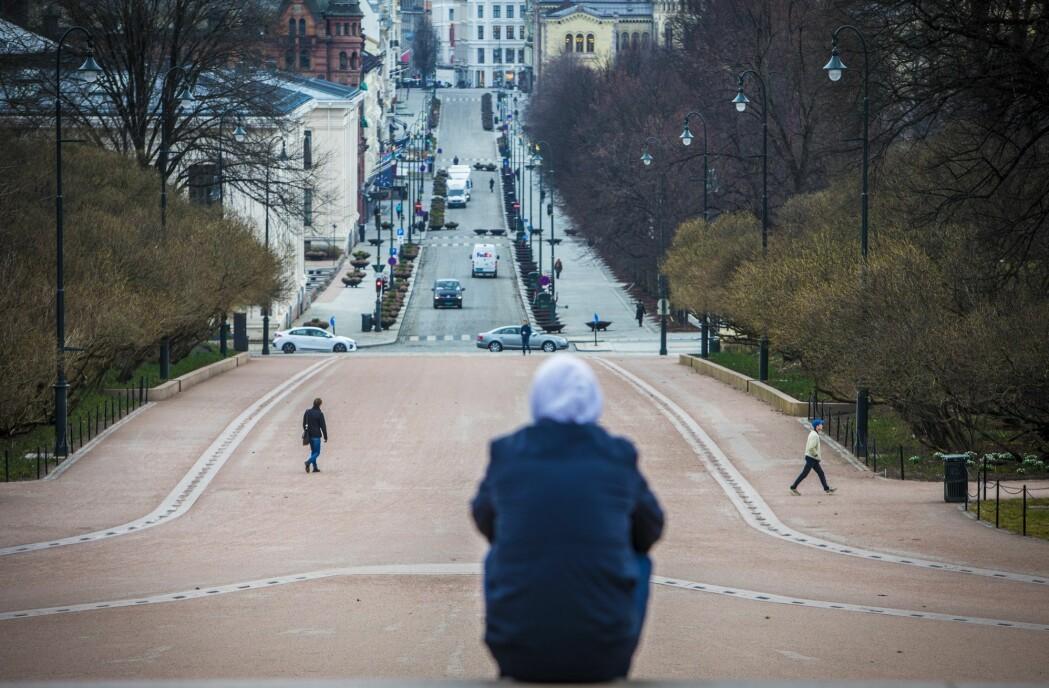 Samfunnet er blitt kastet om på. Oslo sett fra slottsplassen i slutten av mars 2020.