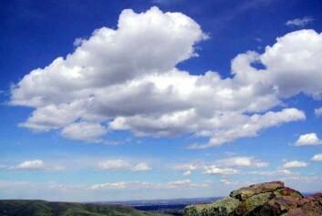 Cumulusskyer kalles godværsskyer. (Foto: Wikimedia Commons)