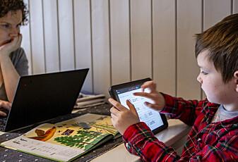 Blir barn dårligere til å være sosiale hvis de er mye på mobilen og dataen?