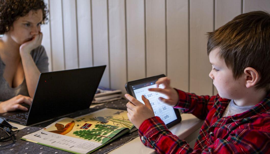 Under koronakrisen er skolene stengte og norske barn har hjemmeskole via skjerm.