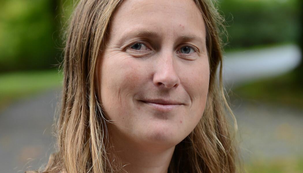 Forsker Anja Røyne forklarer fysikk på en enkel måte i sin nye bok.