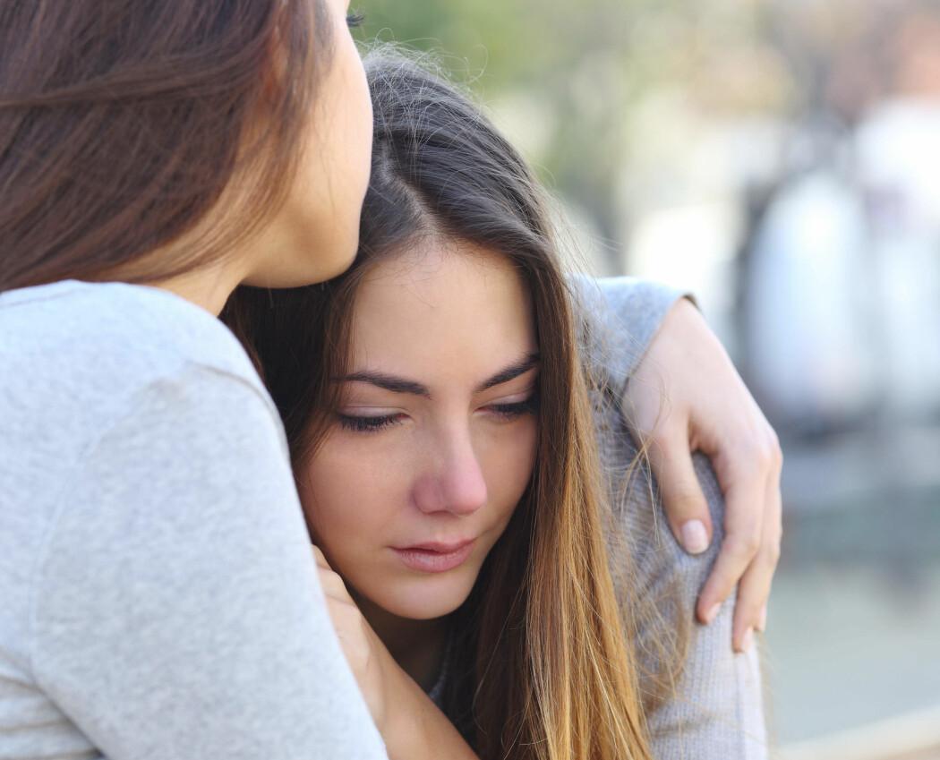 Støtte fra andre og tro på egne sosiale ferdigheter er god medisin mot å utvikle sosial angst etter traumatiske opplevelser.