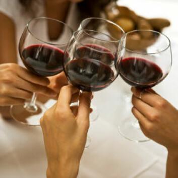 En del tar seg kanskje et glass for å skjule at er gravide. (Foto: iStockphoto)
