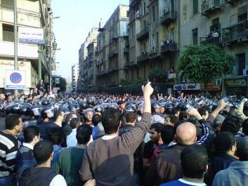Vil enda flere land oppleve det som blant annet skjedde i Egypt? Her fra demonstrasjon i Kairo. (Foto: Muhammad Ghafari/ Wikimedia Commons)