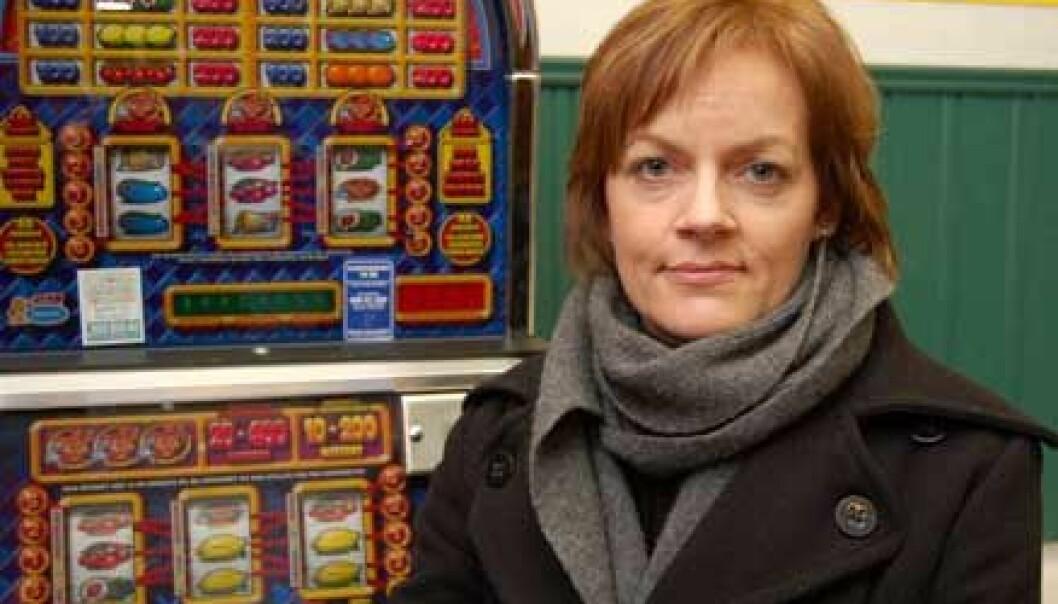 """""""SINTEF-forsker Anita Øren og kollegene hennes skal undersøke nordmenns spillevaner. (Foto: SINTEF)"""""""