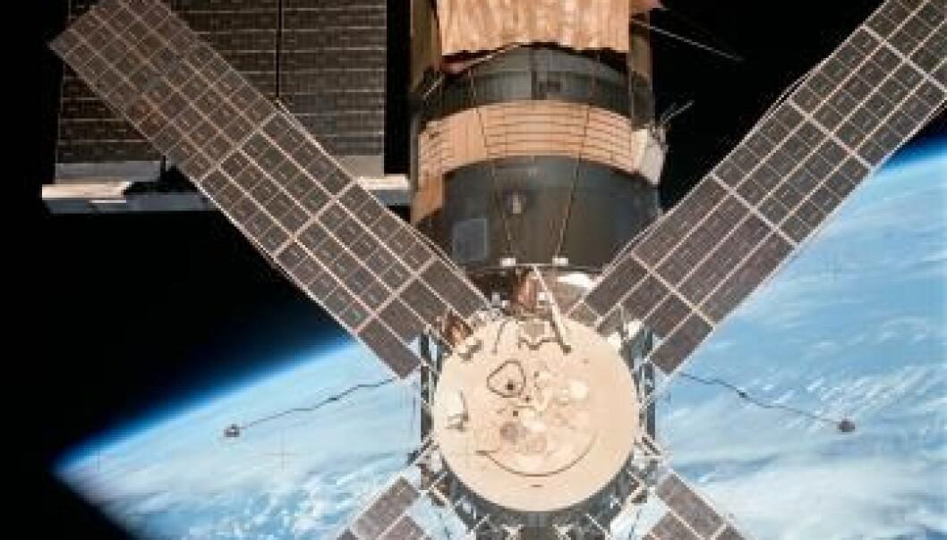 Skylab, den første amerikanske romstasjonen, med Apollo Telescope Mount som bar flere solforskningsinstrumenter. NASA