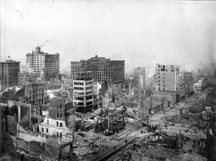 San Fransisco ble lagt i grus etter jordskjelvet i 1906. Dette bildet viser Post Avenue og Grant Avenue. (Foto: USGS)