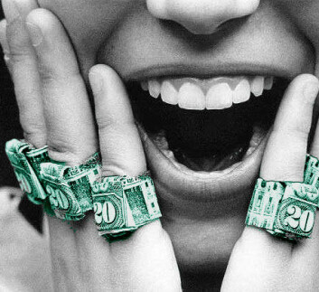 """""""Lykke handler om mye mer enn penger, fastslår Per Espen Stoknes, som tar til orde for å måle lykke i en egen indikator for Brutto Nasjonal Lykke."""""""