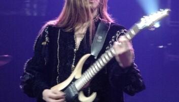 Metal-musiker Knut Magne Valle på scenen. Rundt ham skapes business. Krzysztof Raś/Wikimedia Commons