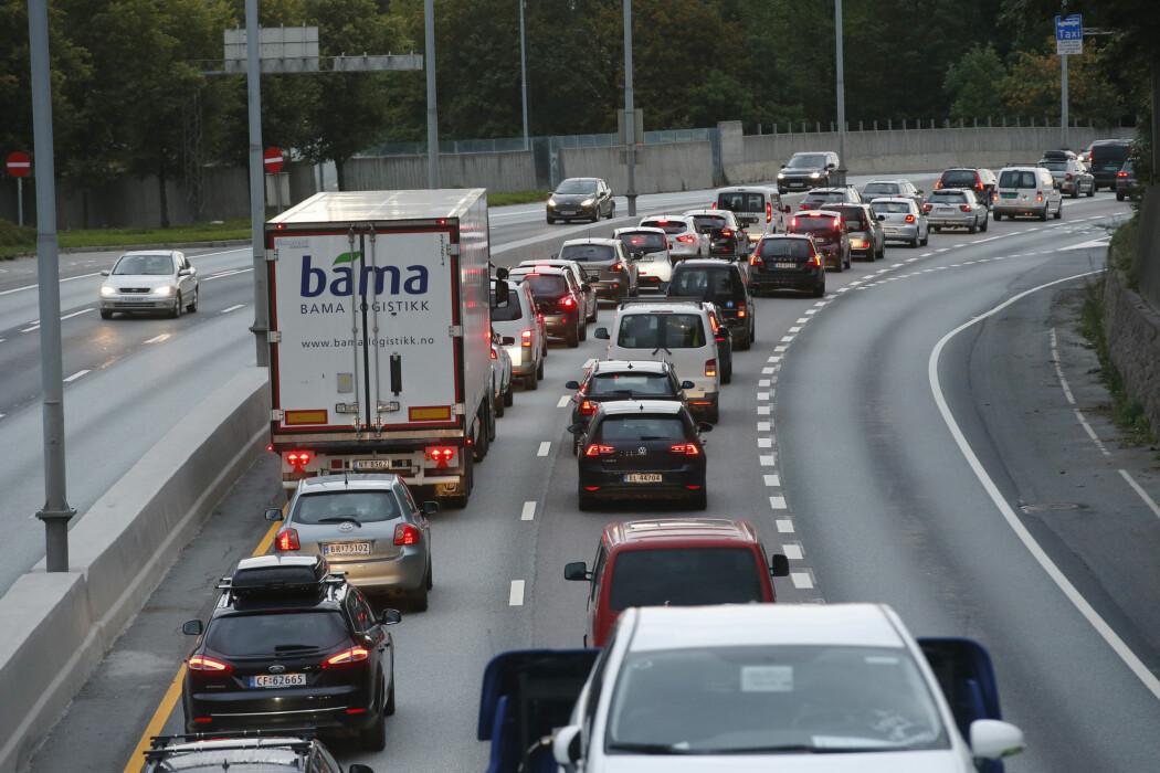 Økt veikapasitet i byer med kø gir økt biltrafikk, viser ny studie.