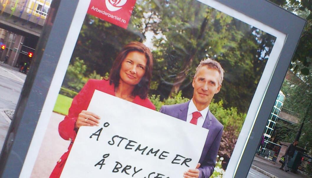 Å stemme er å bry seg, lyder budskapet på en av Arbeiderpartiets valgplakater like før kommunevalget 2011. Her ved Vaterlandsbrua på Grønland i Oslo. Libe Rieber-Mohn, førstekandidat for Arbeiderpartiet i Oslo, står sammen med statsminister Jens Stoltenberg. Andreas R. Graven