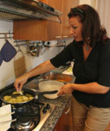 """""""Luigina Galasso tilbereder tørrfisk og grønnsaker."""""""