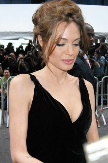 Filmstjerna Angelina Jolie fjerna begge brysta etter ein gentest. No mister firmaet Myriad Genetics monopolet på denne brystkreft-testen. (Foto: Wikimedia commons)