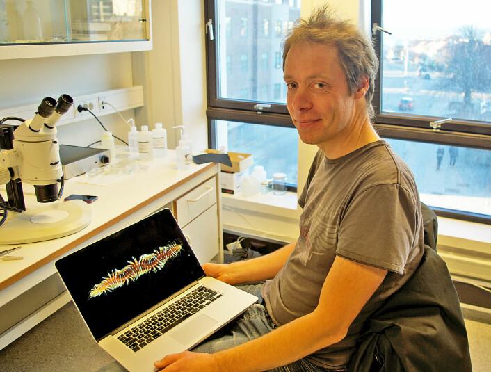 Arne Nygren på Sjöfartsmuseet Akvariet i Göteborg studerte børstemark på workshop i Trondheim. (Foto: Georg Mathisen)