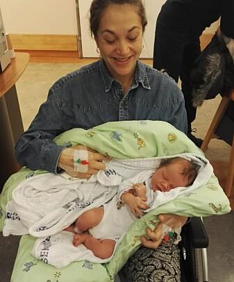 Etter å ha mistet tre liter blod måtte Sofie Kleivene-Briseid sitte i rullestol da hun skulle vise frem babyen til foreldrene sine. Men hun kom seg fort på beina igjen.
