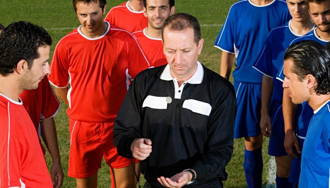 Tilfeldighet eller ikke? Myntkast er blitt brukt til å avgjøre mange mer eller mindre viktige uenigheter, herunder også hvilket lag som får velge banehalvdel ved starten av en fotballkamp. Men metoden er kanskje ikke like tilfeldig som vi tror. Colourbox