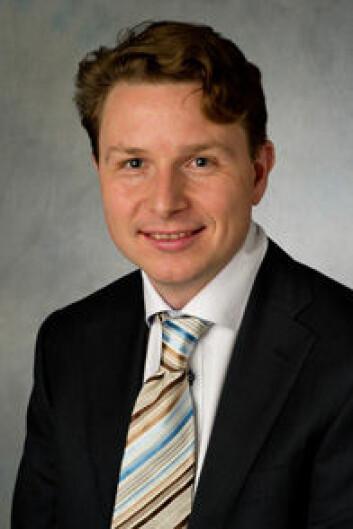 Axel Nordenskjøld er nettopp ferdig med sin doktorgrad i medisin ved Ørebro Universitet i Sverige. (Foto: Ørebro Universitet)