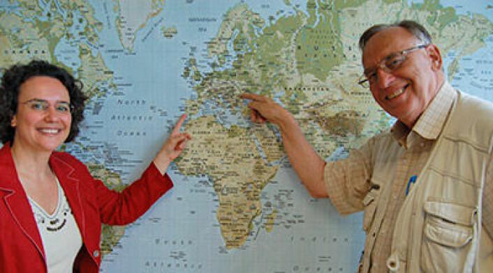 Seniorforsker Cristina Guerreiro og forskningsdirektør Bjarne Sivertsen fra NILU – Norsk institutt for luftforskning. De to er enige om at jo lenger sør og øst i Europa du drar, jo dårligere risikerer du at luftkvaliteten er. Foto: Finn Bjørklid, NILU
