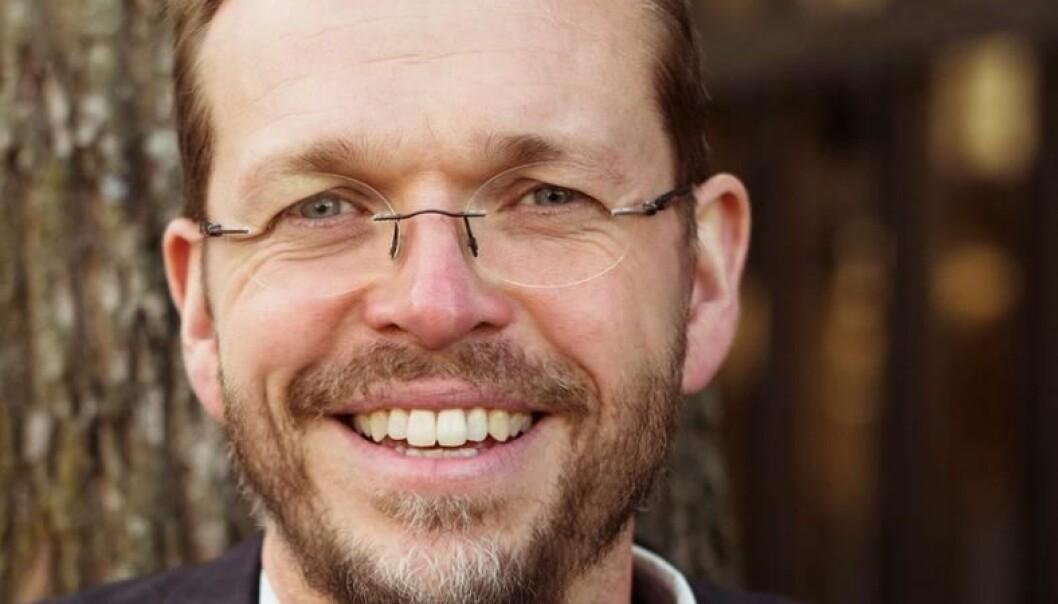 Professor Vebjørn L. Horsfjord prøver seg på nye formater når høgskolen nå er stengt for vanlig undervisning.