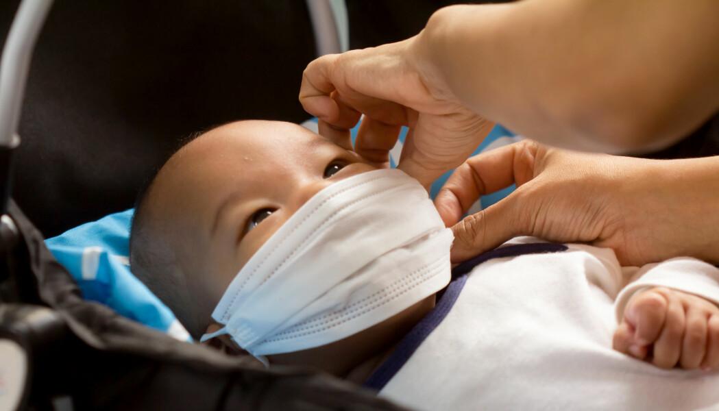 En nyfødt har sjelden koronasykdom selv om moren er smittet, men noen babyer har blitt veldig syke.
