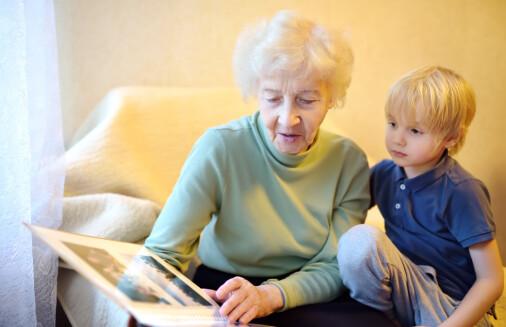 Hvem har ansvaret for å passe på bestemor og bestefar?
