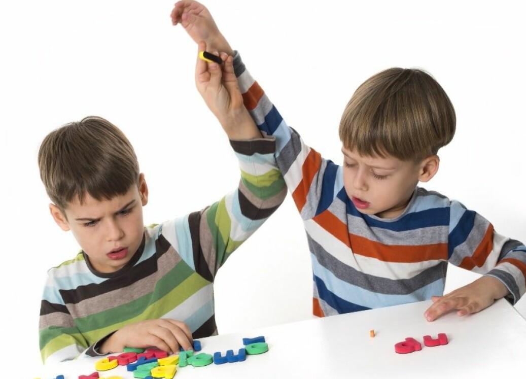 Barn blir ofte sinte på kvarandre, og ein del av leiken. Det er der dei løysar konflikter og gjer dei betre rusta til å takle utfordringar seinare i livet, seier forskar. (Foto: Microstock)