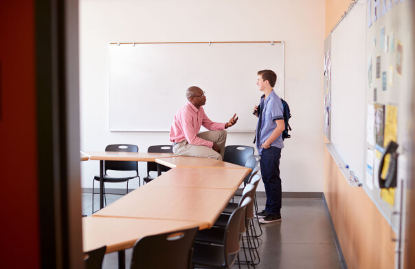 Hvordan lærer lærere å gi feedback som elevene lærer av?