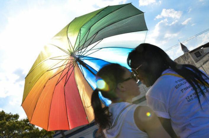 Likhetene i levekår for homofile, bifile og heterofile er større enn forskjellene. Det viser den største og bredeste norske levekårsundersøkelsen på lhb noensinne. (Foto: Colourbox)