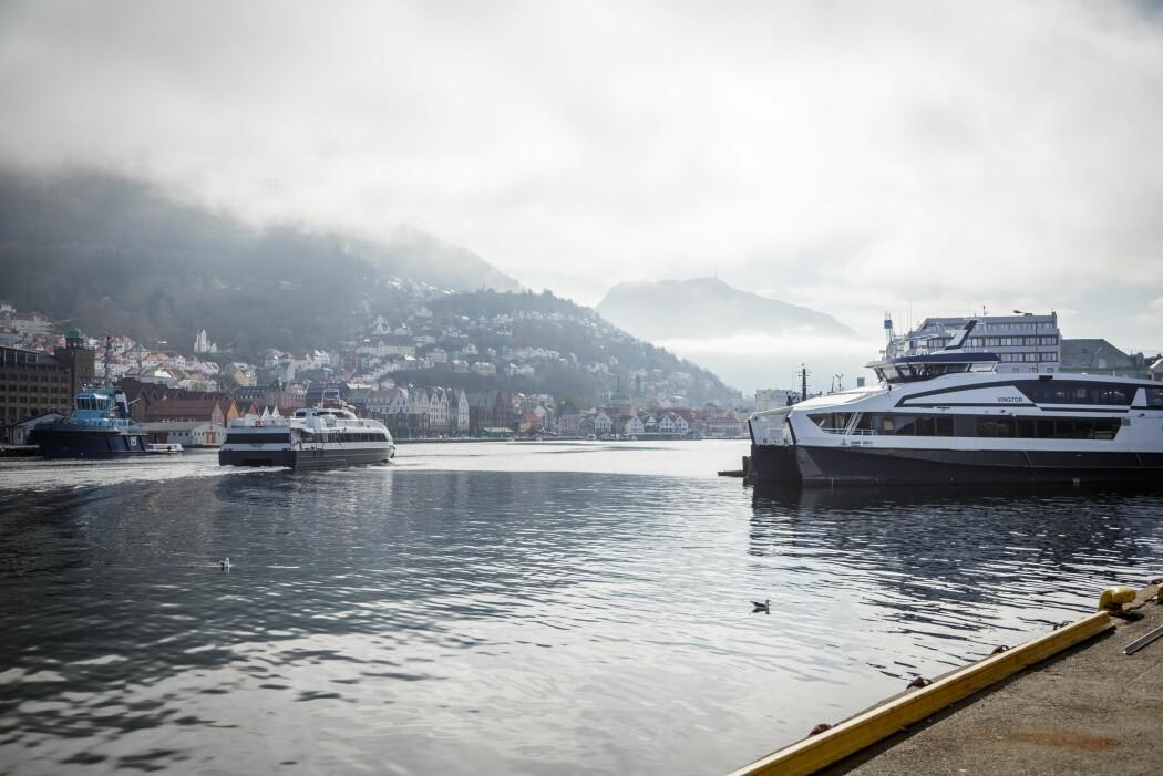 I Vågen i koronastille Bergen er det nesten bare pendlerbåter. Turistene og cruiseskipene har dratt fra Bergen, og det har skapt en unik forskningsmulighet.
