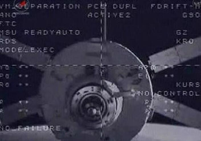 ATVen Johannes Kepler rett etter at den har koblet seg fra romstasjonen. (Foto: NASA)