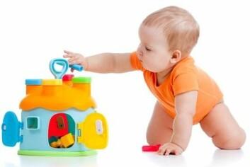 Krabbing gjør babyer mye flinkere til å bedømme avstand og fart. (Illustrasjonsfoto: Colourbox)