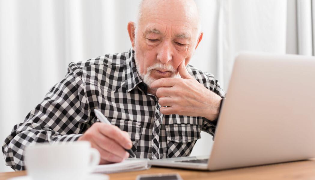 Eldre jobber mindre enn andre aldersgrupper, blant annet fordi de pensjonerer seg. Men det er flere blant de eldre som jobber nå enn før.