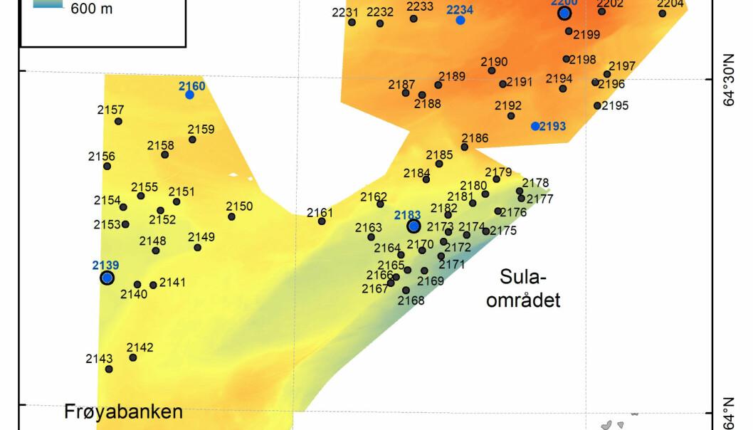 Totalt har vi undersøkt 103 stasjoner, tatt 10 full stasjoner samt 3 e-DNA stasjoner på dette toktet. Alle stasjonene er markert med stasjonsnummer, og en fargekode som viser hvilke redskap som er brukt: De 10 fullstasjonene er merket med blå punkt og de svarte punktene er stasjoner undersøkt med video og video-grabb. På de tre fullstasjonen med innringede punkt, er det også tatt e-DNA prøver av sedimenter og bunnvann.