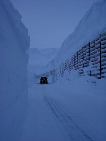 """""""Selv om Svalbard er et nedbørfattig område kan snøfonnene skape problemer for adgang til satellittstasjonen SvalSat på Spitsbergen."""""""